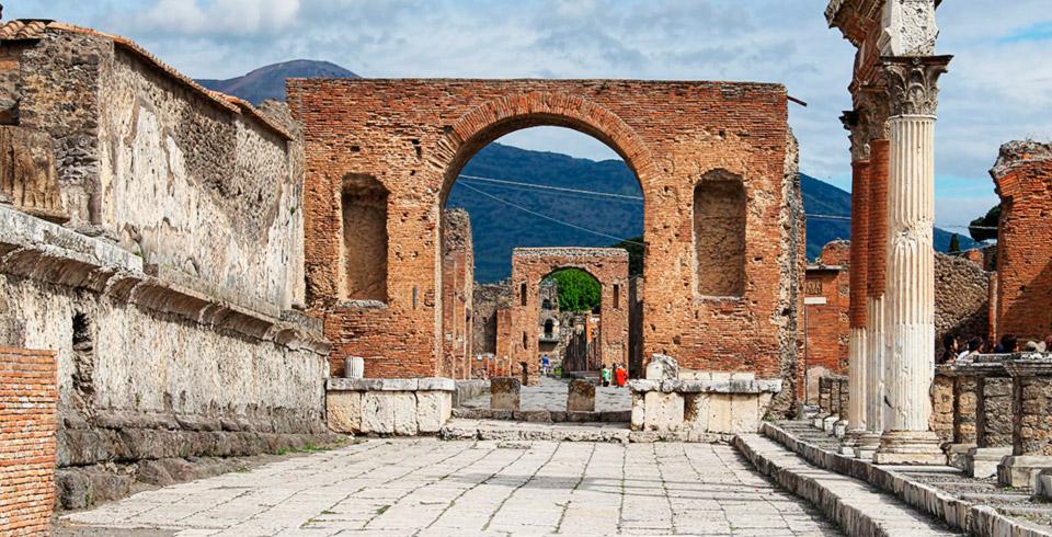Conocer Roma con Nápoles y Pompeya